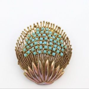Jewelry - Antique shell brooch